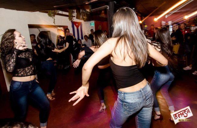 bares discotecas conocer chicas Cuenca tener sexo