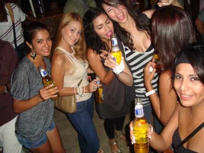 bares discotecas conocer chicas Roatán tener sexo