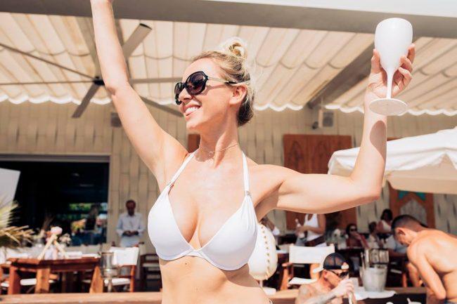 chicas sexy cerca de ti Ibiza vida nocturna clubes bares