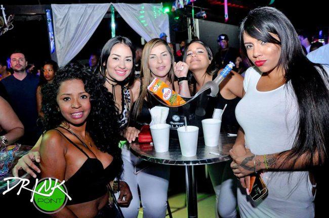 chicas cerca de ti Punta Cana vida nocturna clubes bares